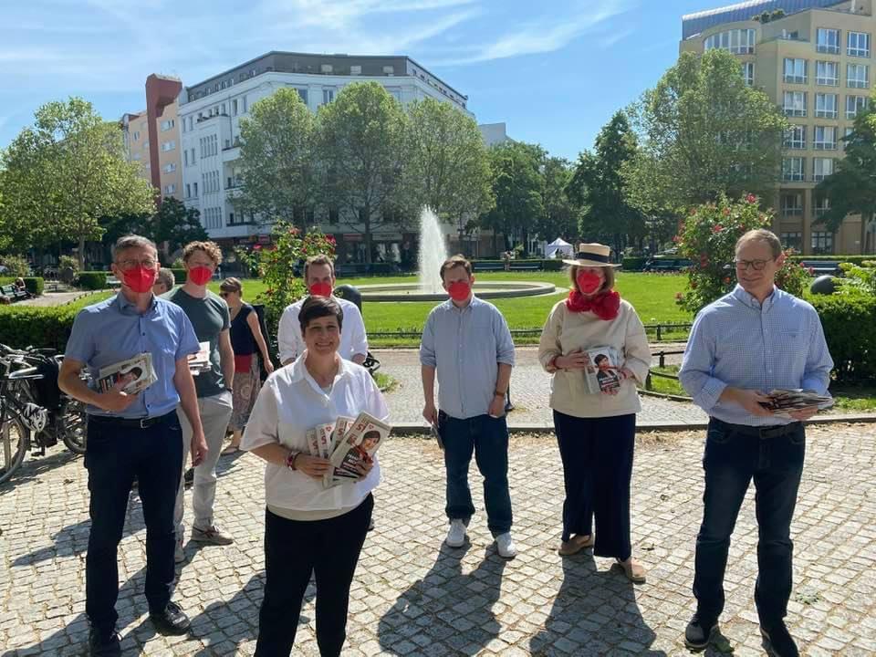 Michael Müller, Franziska Becker, Christian Gaebler und Genossinnen und Genossen am Wahlkampfstand